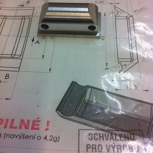 Výrobí výkres držáku podsedlovky schválen pro sériovou výrobu.